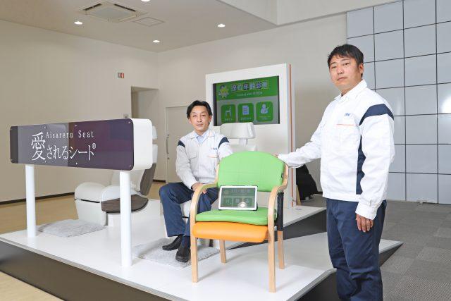 TSテック 商品開発部の郭裕之氏(左)と開発試験部の東洋祐氏(右)